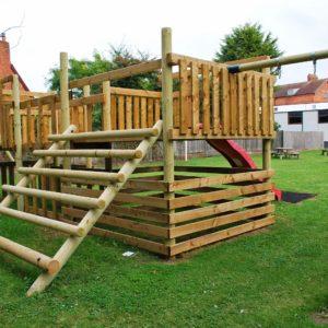 Woodford_Halse_social_club_childrens_play_area_garden