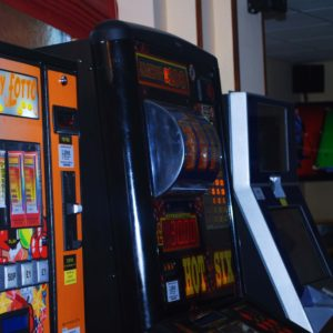 woodford-halse-social-club-gaming-machines-and-jukebox